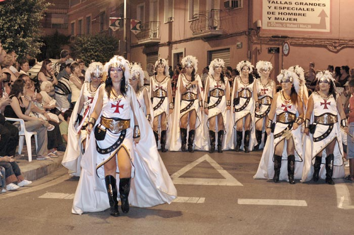 Traje de mujeres Cavallers Templaris