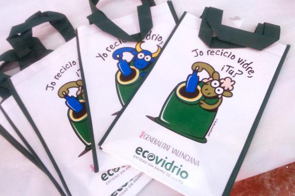 Las comparsas de Paterna se unen a la campaña de Ecovidrio para fomentar el reciclaje
